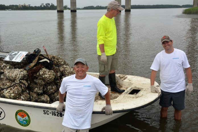 Shimano staffers joined a team of CCA SC volunteers last July in an oyster bed restoration task in Charleston, S.C., not considerably from Shimano's fishing division places of work in Ladson.