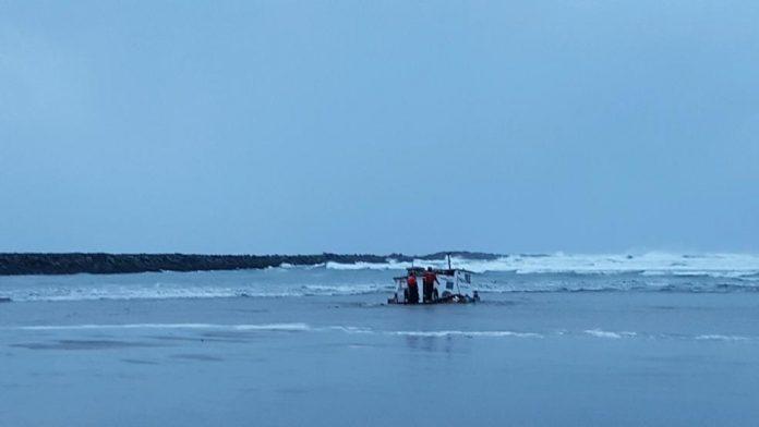 Coast Guard confirms three fishermen dead after boat capsizes near Yaquina Bay